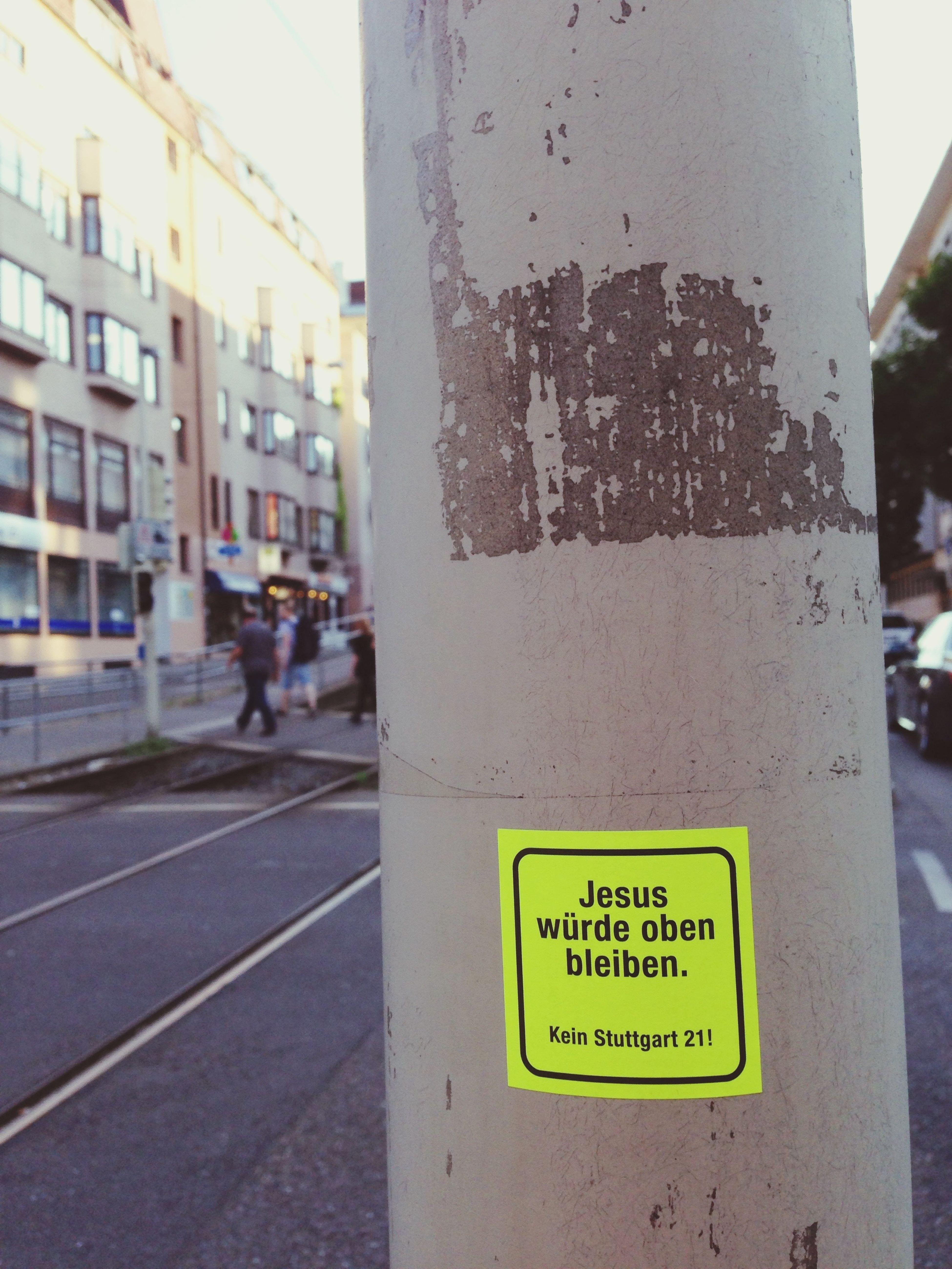 Kirchentag in Stuttgart I Ich bin erstaunt, wieviele Polizisten benötigt werden um eine Horde Christen in Schach zu halten. Kirchentag in Stuttgart II Ein Gott für alle?! Eher ein Hirn für alle - warum sammeln sich ganze Gruppen direkt dort am Bahnsteig, wo sie just die Bahn verlassen haben? Warum sammeln sich überhaupt Gruppen am Gleis, wo doch in der Mitte genug Platz ist?? Als Aussteigender hat man leider keine Chance, bis zu den freien Flächen zu gelangen. Kirchentag in Stuttgart III Christen sind doch sozial: sie sorgen dafür, dass der Verkehrsverbund Jobs vergibt, die darin bestehen, Menschen auf eine größere Entfernung hin zuzufächeln, damit diese sich von der Bahnsteigkante entfernen, wo leider die einzige Möglichkeit besteht, sich überhaupt fortzubewegen. Sehr schön beim Umsteigen. Kirchentag in Stuttgart IV Christen sind konsequent. Warum sonst hat mich gerade einer vor die Bahn schubsen wollen? Daraufhin fächelte mir übrigens einer vom Verkehrsverbund zu. Schön! Have A Nice Day♥ Kirchentag Stuttgart Mir Fehlen Die Worte Meine Stadt The Places I've Been Today Tadaa Community Stuttgart21 Kein Stuttgart21 Whatever