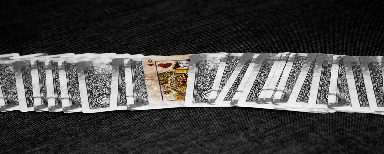 Black & White Black And White Blackandwhite Collection Herz Dame Herzdamen In A Row Karten Large Group Of Objects No People Playingcards Poker Queen Queen Of Hearts Schwarz & Weiß Schwarzweiß Spielkarte Spielkarten Still Life