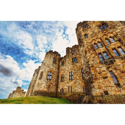 Alnwick castle (aka Hogwarts) Alnwickcastle Northumberland Explorenland Castles Harrypotter Fiftyshadesof_history Ukpotd Ig_britishisles 80sixd Oldbuildings CapturingBritain Historic_captures