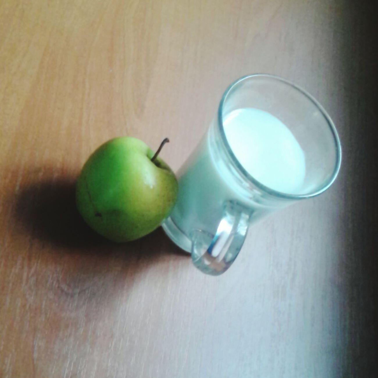 2-гий перек-с: Яблуко та кефір 1% Порада: краще брати 1% продукти тому що вони поживніші та корисніші ніж 0% пп корисна їжа