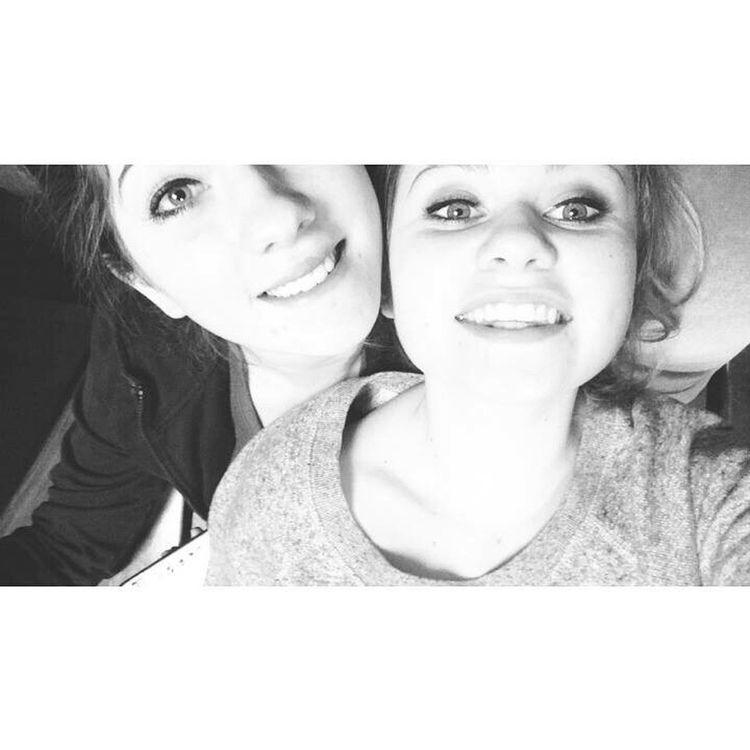 Parce que sans elle je me ferais chier au lycée!❤️