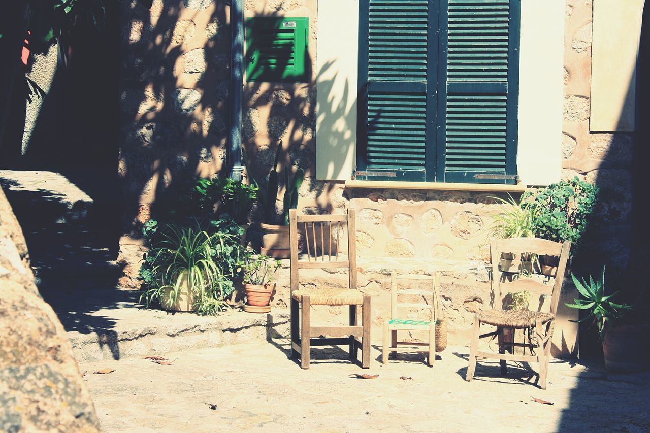 Chair family ;) Building Exterior Built Structure Architecture Outdoors Tree No People Day Plant House Chair Spanish Style Italien Style Mediterranean Culture Urban Photography Oldschool Family Come Together Chair Art Chairs Outside EyeEmNewHere Mallorca Beauty In Nature Idyllic Scenery Light And Shadow The Secret Spaces Live For The Story