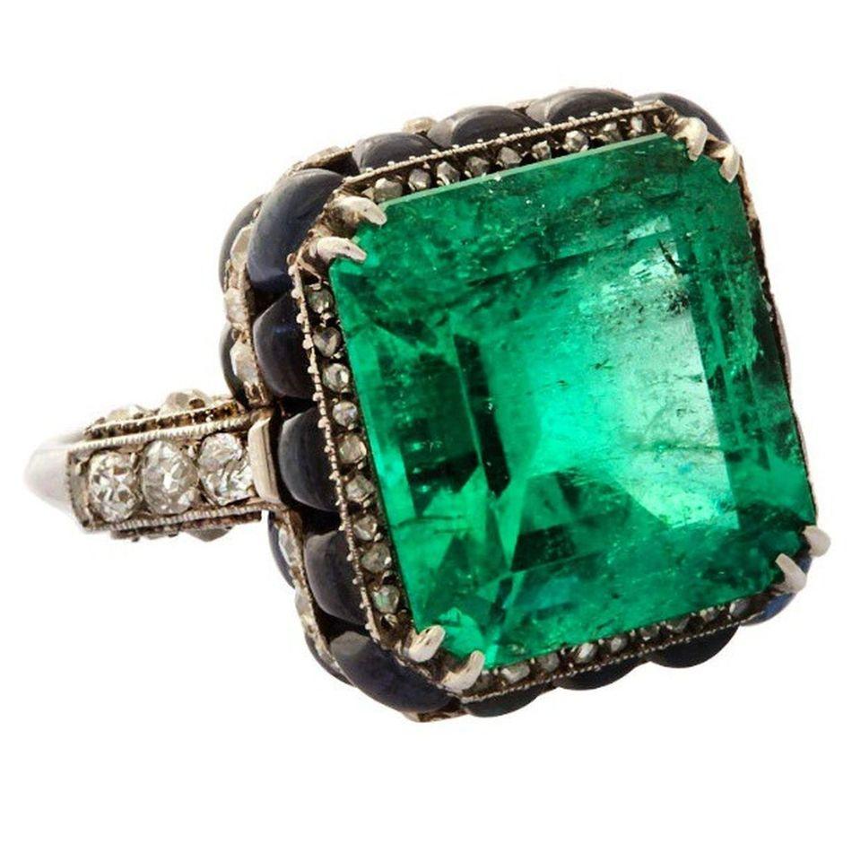 Emerald! Photo courtesy of Boucheron. Stunning Amazing Love Loveit Jewel Jewellery Jewelery Jewelryaddict Instajewelery Instaturk Istanbul Likefor Like