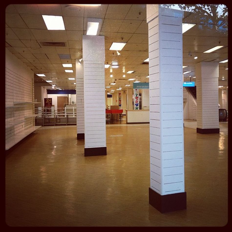 Visions of Croydon Allders Allders Empty Clearance Shop shopping croydon northend