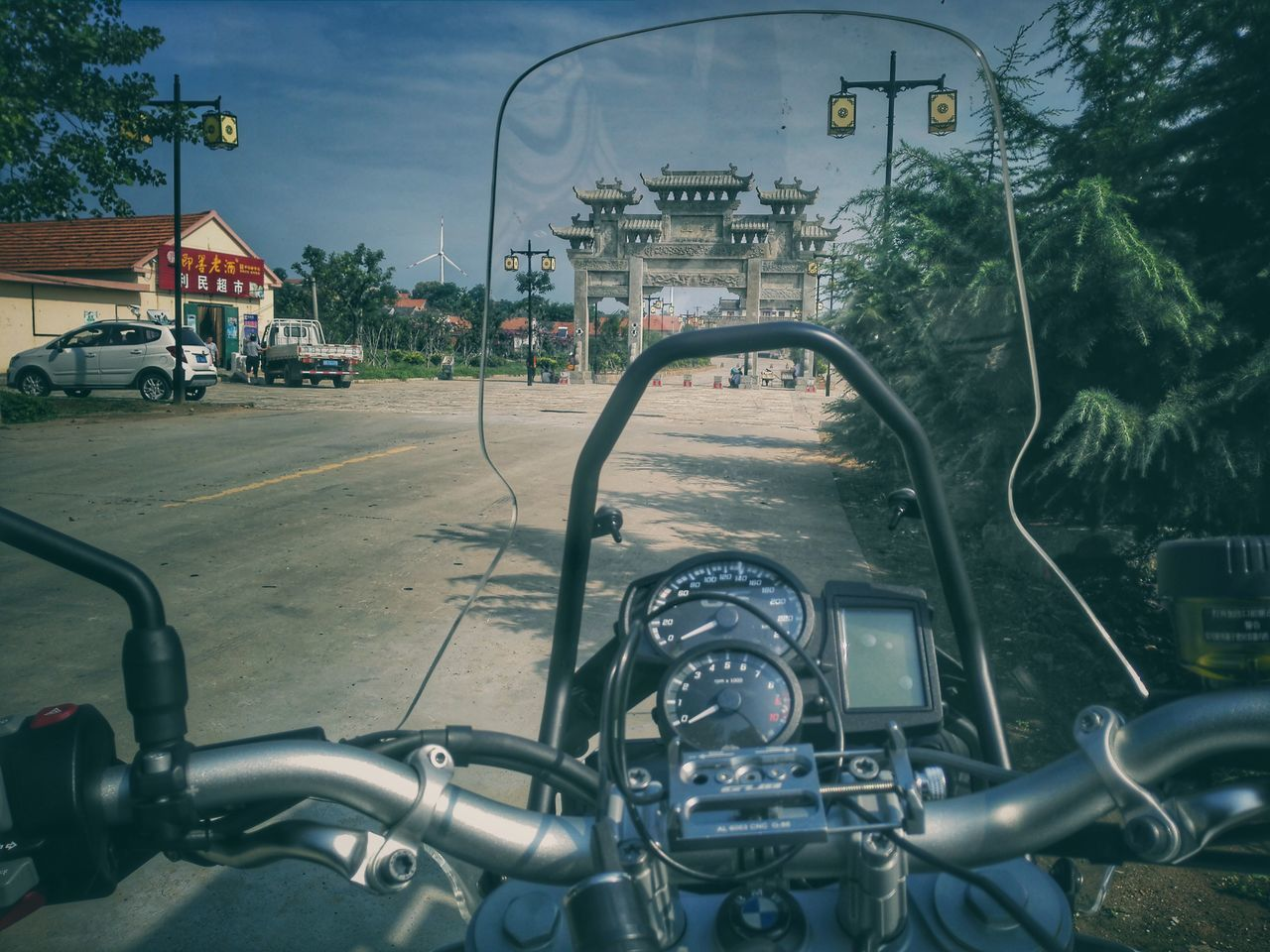 transportation, day, mode of transport, road, outdoors, no people, tree, architecture, city