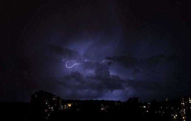 Lightning Lightning Storm Lightning Strikes Lightning And Thunder Lightningphotography Night Nightphotography Night Photography City EyeEm Light Eyeem Night EyeEm Nightscape EyeEm Night Shots Eyeem Storms