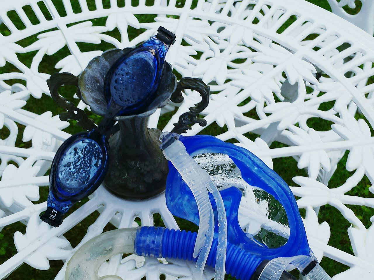 Swim Glasses Water Drops Water Droplets Showcase July Drops Of Water Fine Art Photography Beliebte Fotos Ladyphotographerofthemonth Close-up Shot Close Up Close-up Fresh And Clean After The Rain Rainy Day Blue And White Metal Table White Table Snorkeling Mask Summer Feelings  Fresh Scent Enjoying Life Colour Of Life