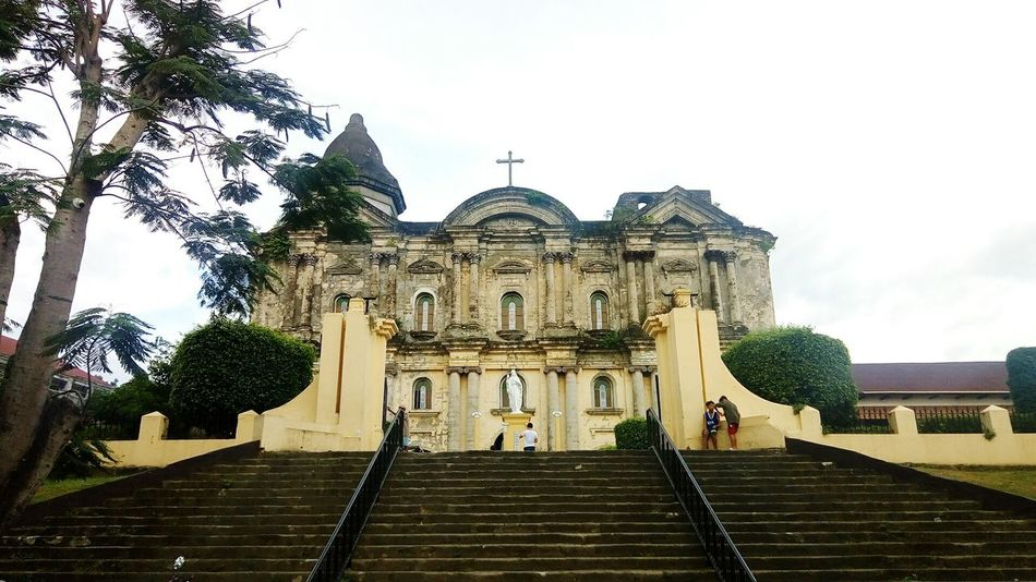 Taal Basilica, Asia's largest Catholic church Travel Destinations