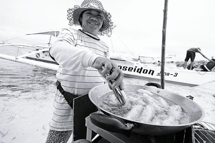 Selling bananaque in one of the island in Bohol Philippines Itsmorefuninthephilippines People Photography Travel Philippines Black And White Collection  Eyeem Philippines The Week On EyeEm Monochrome Happy People Life In The Beach