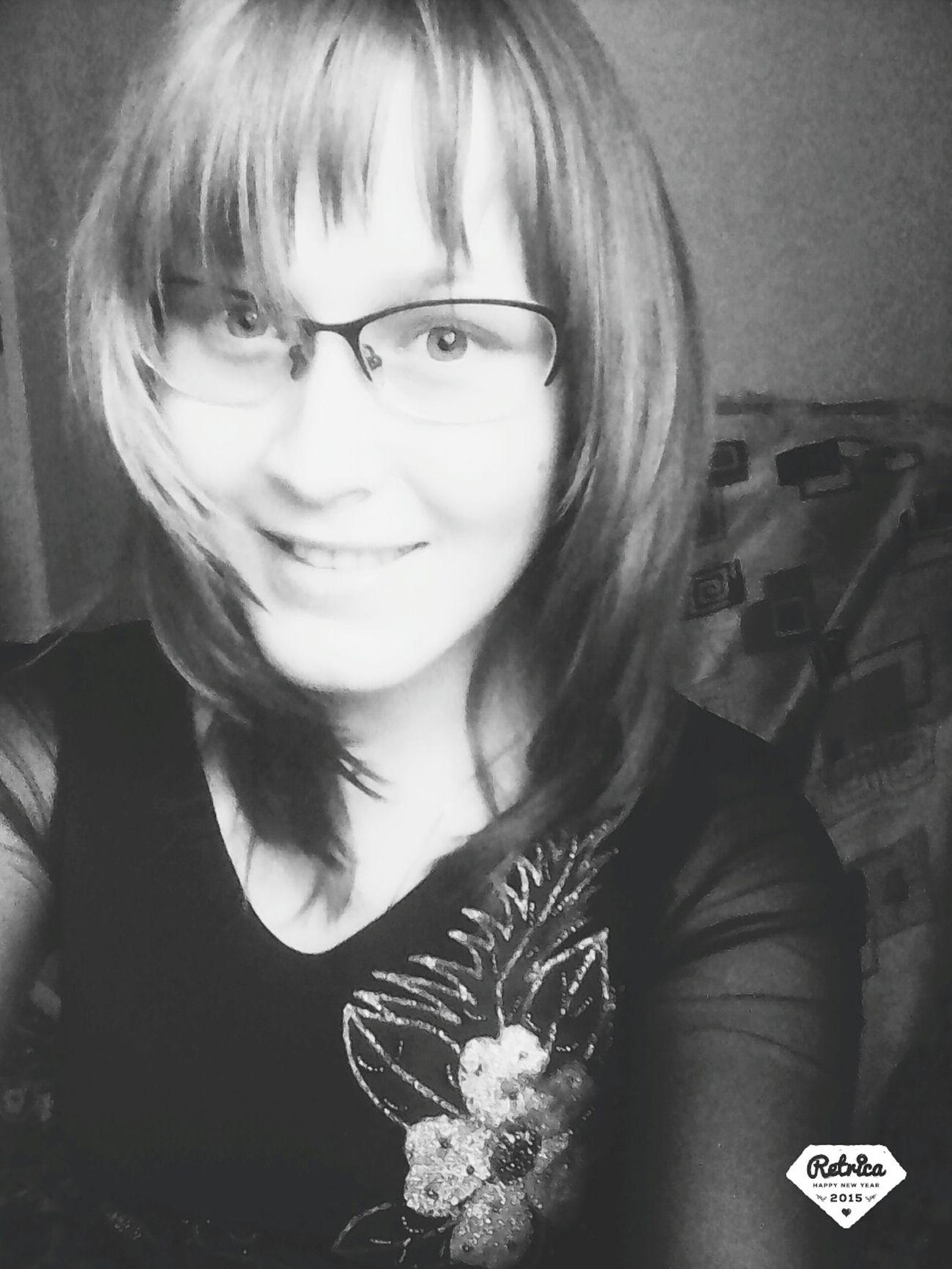 мнепокайфу черно-белое очкарик😂👍 улыбка