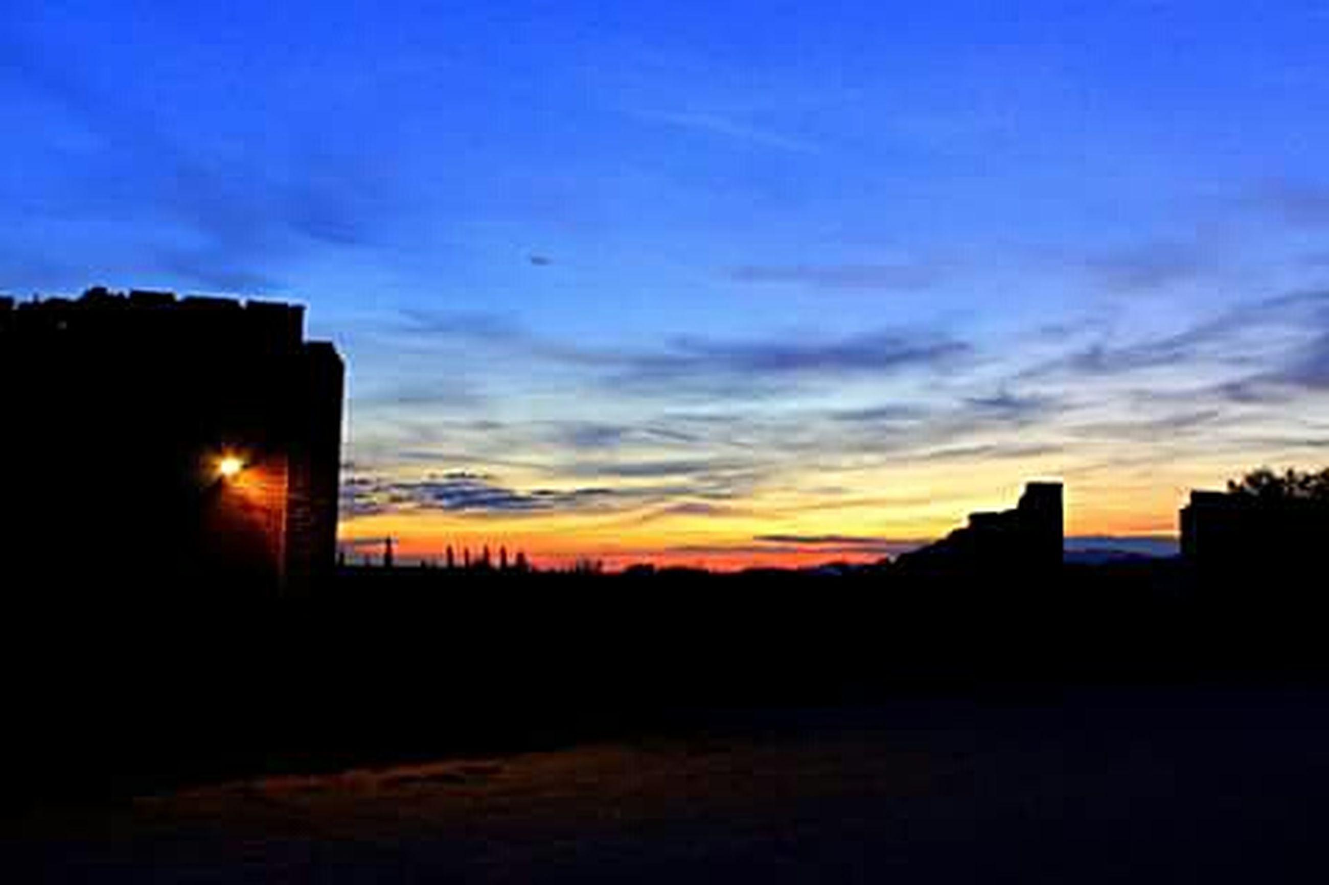 silhouette, sunset, sky, orange color, dark, scenics, beauty in nature, built structure, building exterior, tranquility, architecture, tranquil scene, cloud - sky, dramatic sky, outline, nature, copy space, cloud, dusk, idyllic