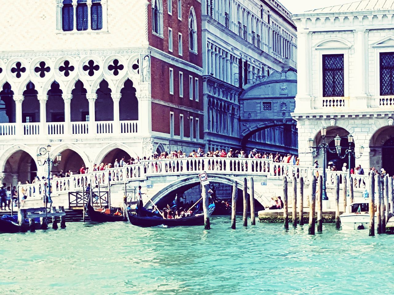 Look at the Sigh Bridge Seufzerbrücke Built Structure Large Group Of People Building Exterior Architecture Transportation Waterfront Canal Bridge - Man Made Structure Gondola - Traditional Boat Tourism Gondole Sightseeing Seascape Landscapes Venice, Italy Outdoors Cultures Construction Building Story Architecture People Together Sea And Sky Canals And Waterways Neighborhood Map