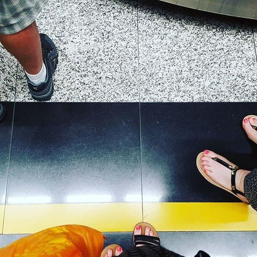 Legend has it, that if you stand behind the yellow line EVERYONE can see the luggage carousel and can get their luggage when they spot it. Fuckingidiots Travelproblems Airportproblems Firstworldproblems Getoutofmywayguy BackinHKfor10minutesandimalreadypissedoff Takemebacktothephilippines