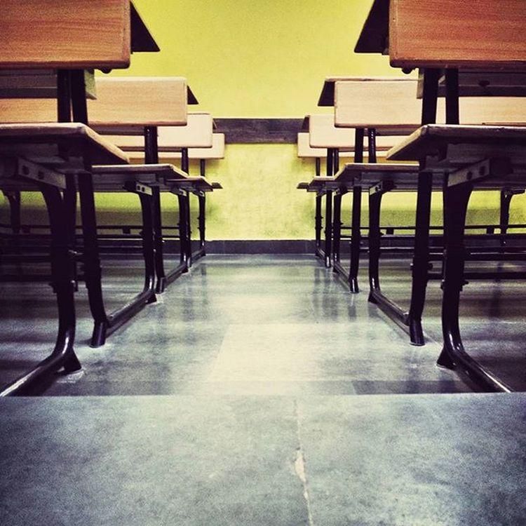 Class Classroom Desk Floor Symmetry Wood Wooddesk Granitefloor Windowofopportunity Learning Lunchbreak Emptydesk Silence Mobilephotography Motog3rdgen Fiitjee
