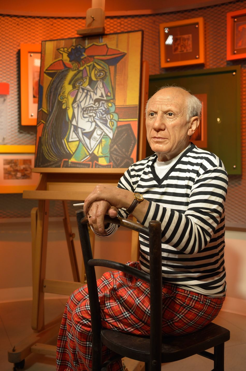 Pablo Picasso Absence Abundance Arrangement Business Chair Choice Close Up Design Fashion Floor Indoors  Large Group Of Objects Lifestyles Madame Tussauds Music Occupation Perspective Relaxation Sitting Table Wax Dolls Wax Museum Wood Wooden