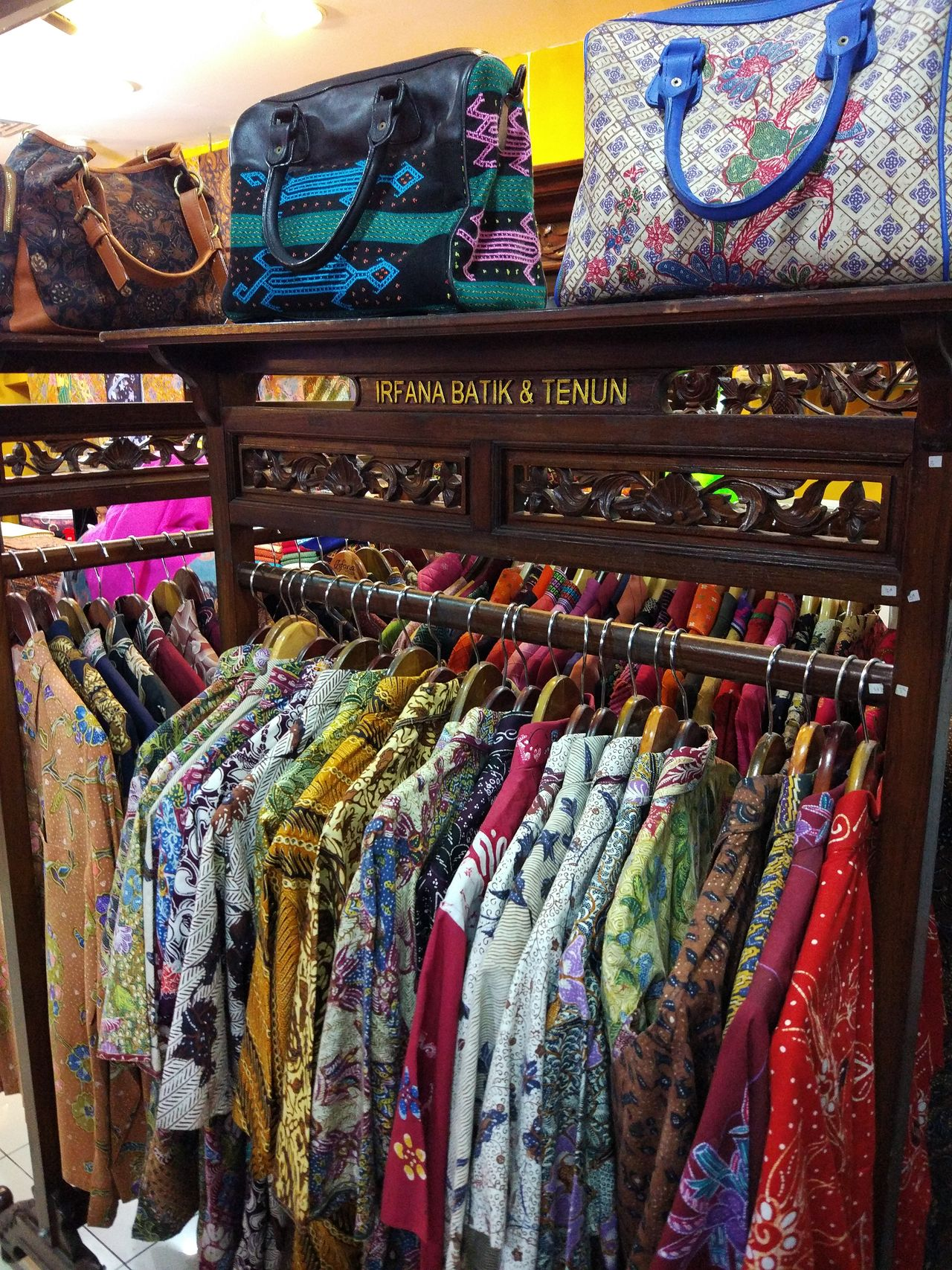 Handycraft Batikdesigner BatikIndonesia Batik Pattern Jakarta Street Photography Somewhere I Remember Somewhere Over The Rainbow Somewhere In The World Somewhere Outhere Business Market Market Stall Clothes Hanging Bagscollections Ethnicraft Ethnic Art Ethnic Craft\\\ ETHNIC ORNAMENT