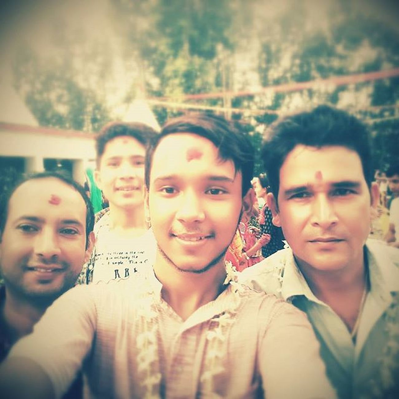 Wefie Dad ,mama and bhai Tuteshower Halka_dharmik