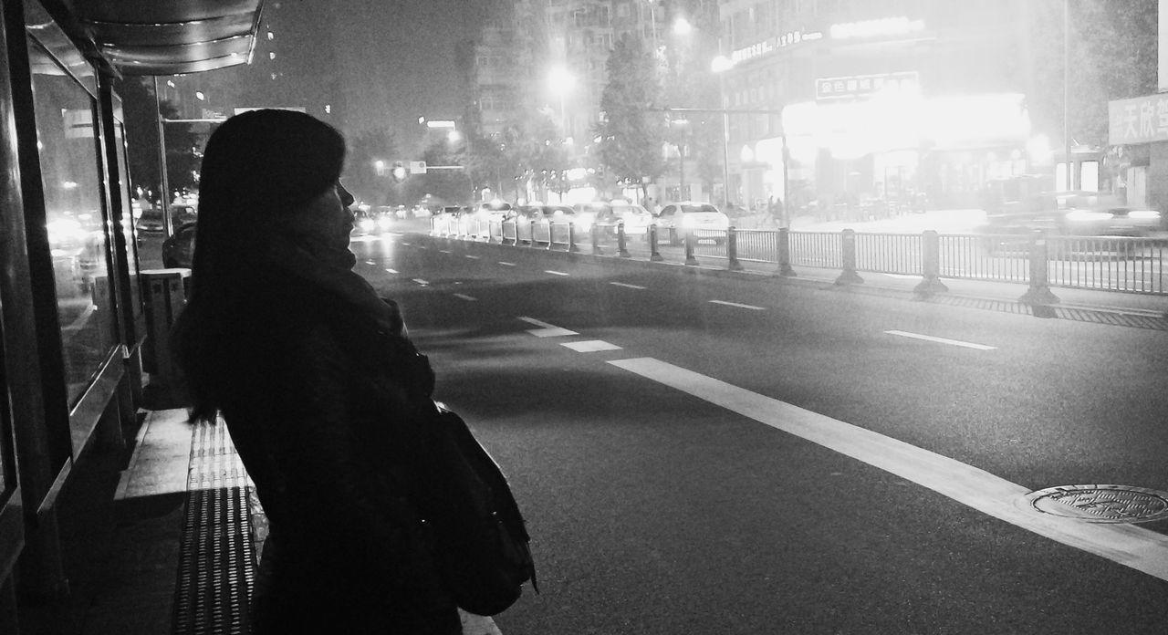 中国 China Chengdu Sichuan Province Outdoors Real People Shoot Your Life People Day Life Chinese Road Street Light Lamp Night Light Waiting Waiting For The Bus Bus Station Alone Woman Chinese Woman Black & White Shoot For Stranger Stranger