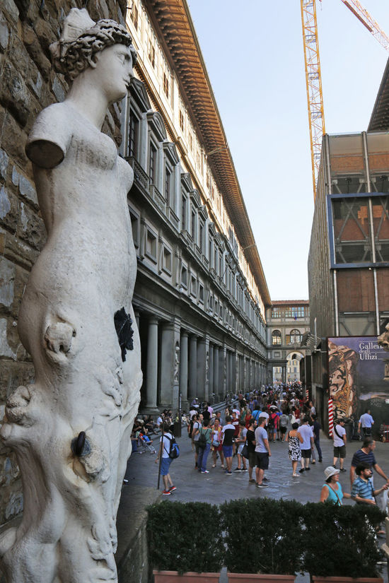 Crowd Crowded Florence Italy Nüde Art. Sculpture Statue Tourist Attraction  Touristic Destination