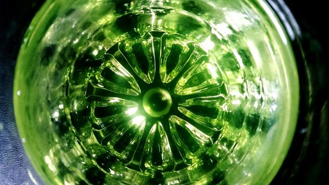 Green Deceptively Simple Taking Photos Glass_collection Bottom Of The Glass Translucide Translucent Glass Abstract Glass Art Pattern Pieces
