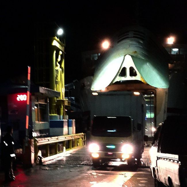 trucks started crawling out of the hull Sefo  Goes to lampung