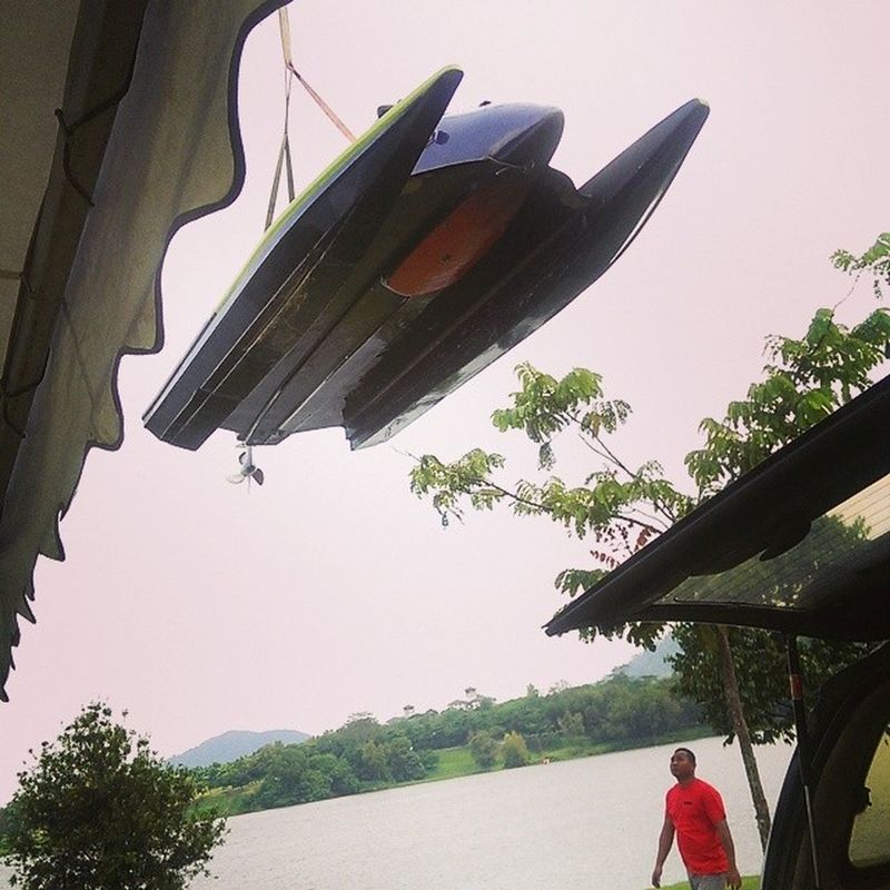 Speedboat on the air ready to race ^^ Htcone Batucave