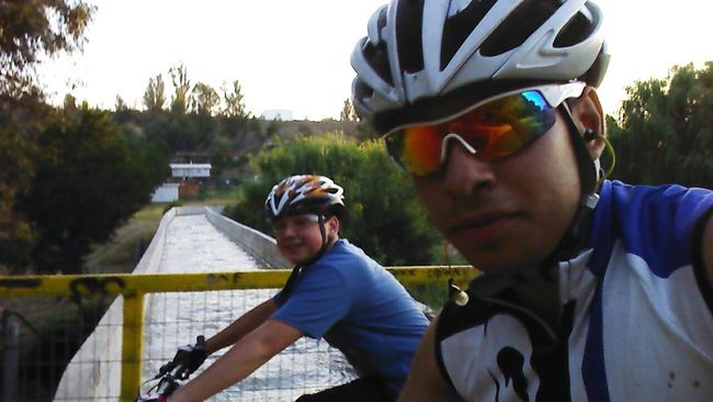 Buen pedaleo con el hermano (los mas compedal) xD Un Paseo En Bicicleta Mi Hermano Esta Loco