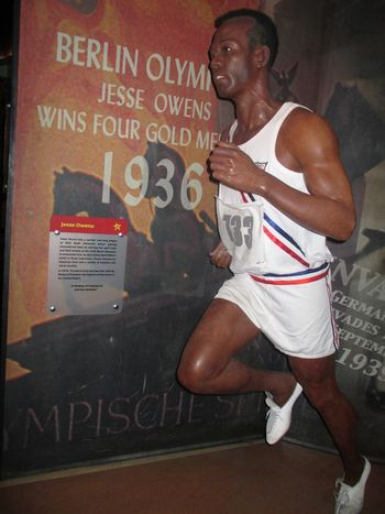 Madame Tussauds New York Jesse Owens Jesse Owens Athletics Athlete Athletic Atlet Sport Sports Sports Photography Madame Madametussauds Madame Tussauds Madame Tussauds New York Wax Wax Museum Art ArtWork Art, Drawing, Creativity Artistic Artist Creativity Creative Statue Statues CreativePhotographer Creative Power