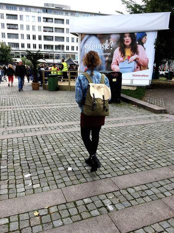 Om jag är glömsk?ha!🙋🏽 Day People Outdoors Standing Adult Women Malmöfestivalen City Lifestyles Summer