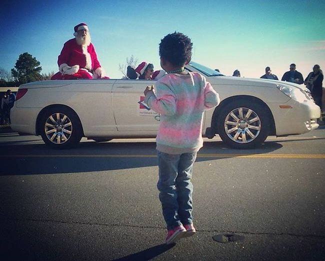 I think she may Love Santa just as much as her Honey K does!!! She wouldn't stop jumping up and down! Ohsanta Sweetinnocence Letthembelittle IJustLoveThisLittleGirlSoMuch ShesGrowingUpWayTooFast SherwoodChristmasParade LilosWorld