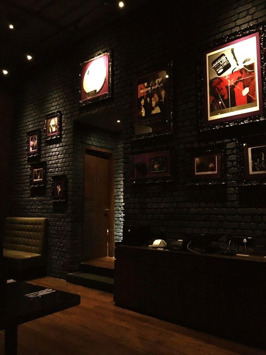 Hardrockcafe Lovethisplace Hello World ✌ Traveldiaries MumbaiDiaries Thisbesobeautiful❤ RockandRoll Guitar Drum And Bass Rockstar Amazingitis 💕💕💕🎻♥