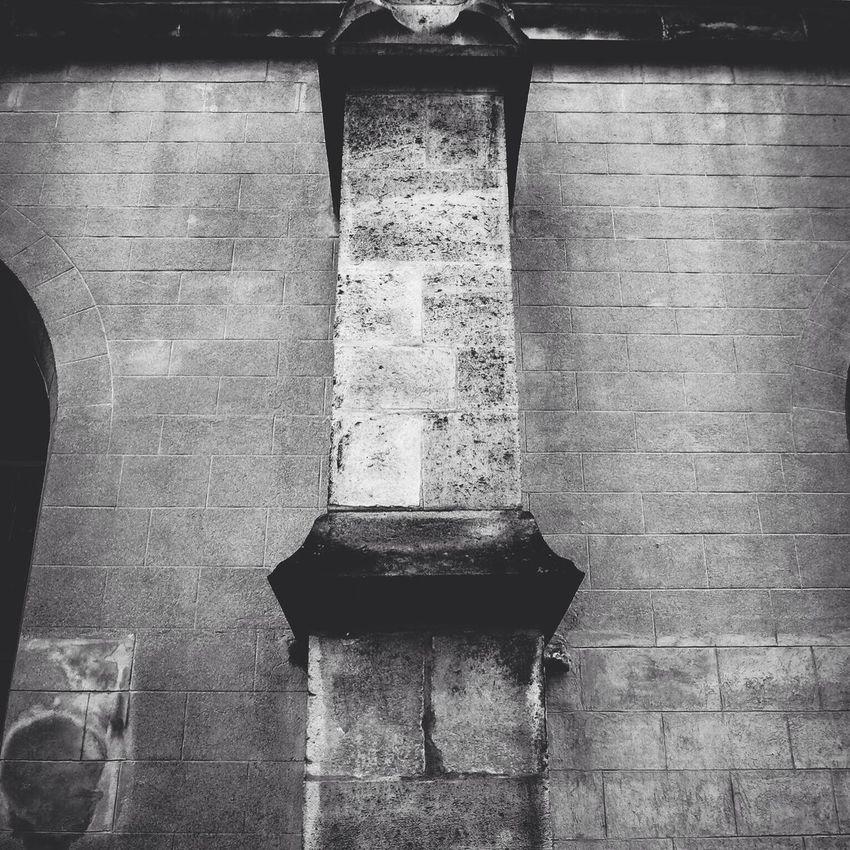 Église saint Saturnin. Détail. Noir et blanc obtenu je combinant 2 filtres Blackandwhite