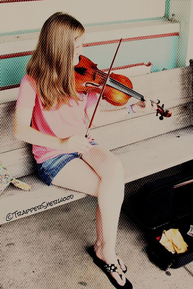 Catching A Show Musician Violinist Über_edit_monthly Not Park Bench Thursday