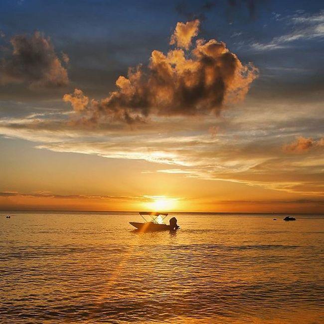 Moreton Island Lead_me_to_oblivion Moretonisland Boat Ocean Water Sea Horizon Sunset Sky Clouds Nautical Australia Queensland Outdoors