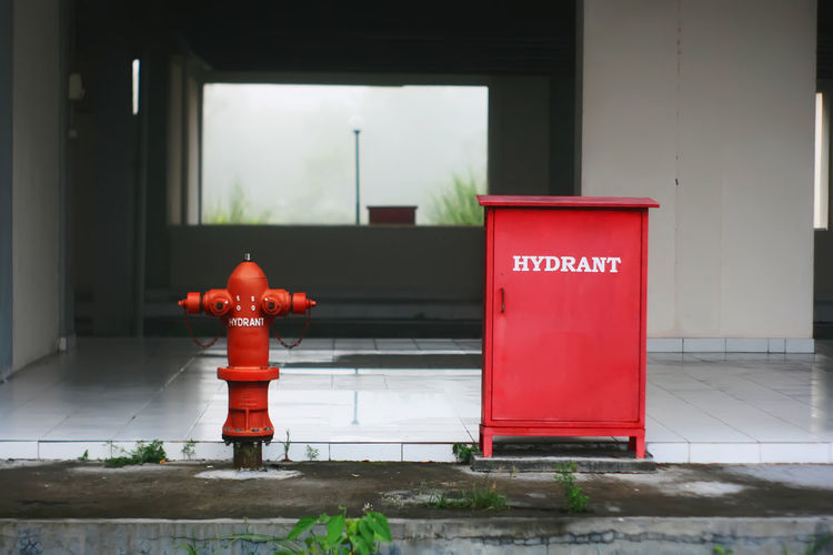 Fire Fighting Equipment Architecture Building Exterior Built Structure Day Hidrant No People Outdoors Protection Red Safety Text