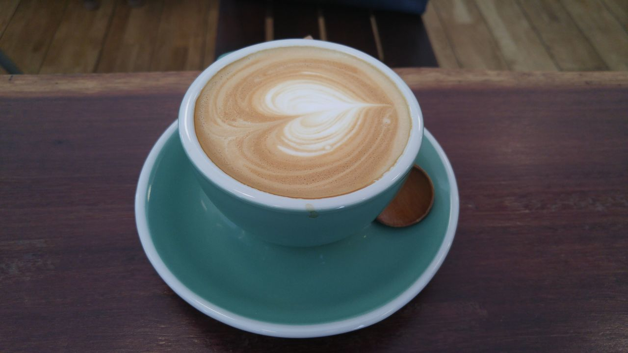 coffee cup, table, coffee - drink, drink, frothy drink, refreshment, froth art, food and drink, cappuccino, indoors, no people, saucer, wood - material, close-up, freshness, day