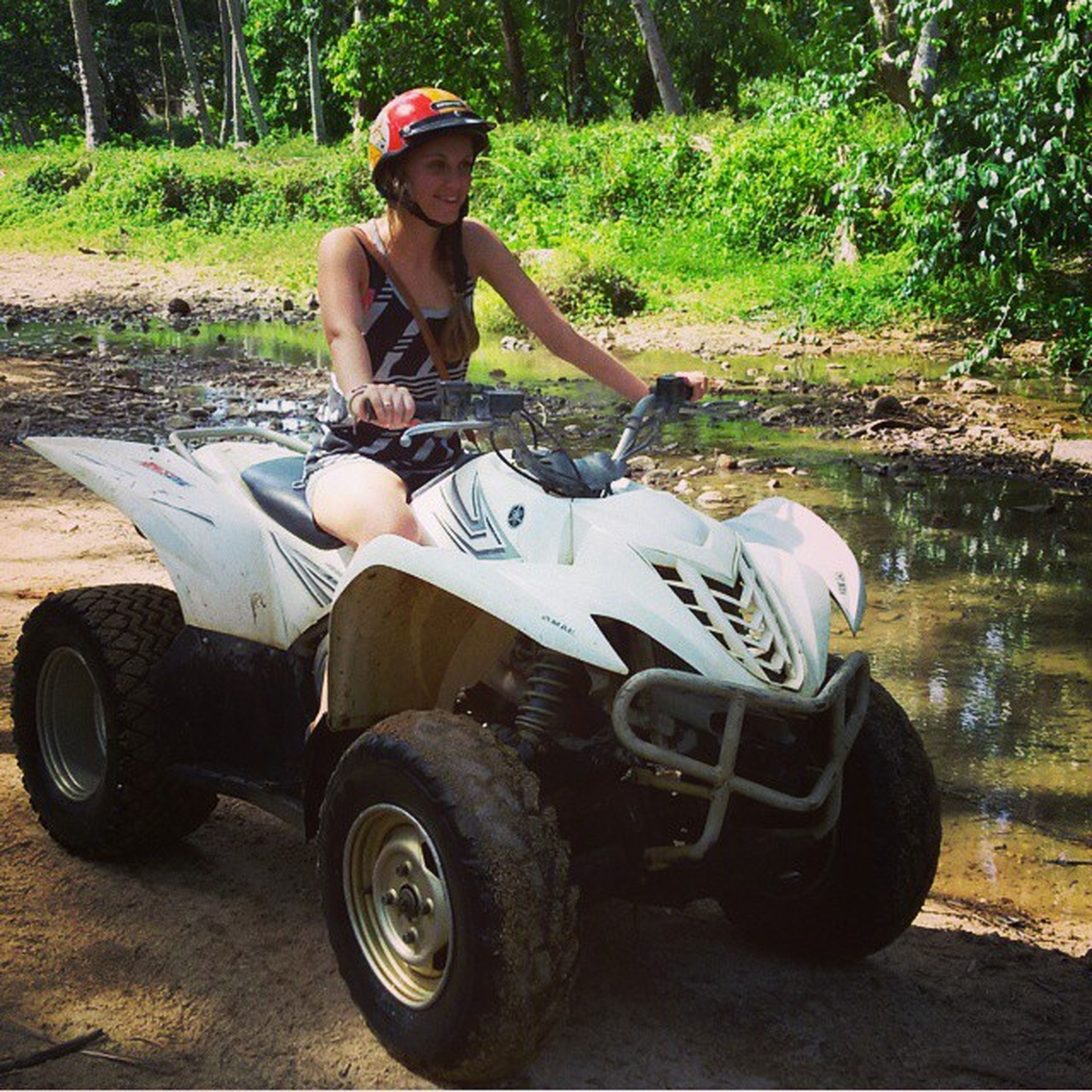А мы сегодня гоняли по джунглям,по грязюке,лужам и речушкам✌👍почти как дома только с пальмами и палящим солнцем😀🙆 Samui квадрвциклы активныйотпуск джунгли
