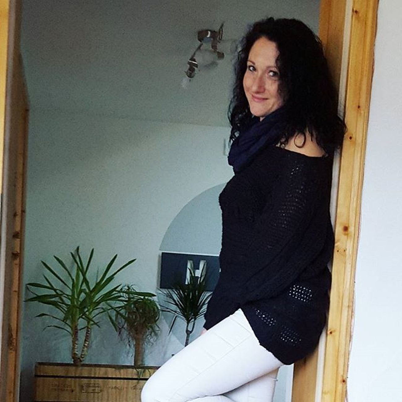 Outfit of the Day ♡helle Hose und schwarzer lockerer Strickpullover. Ootd Happy Weekendtime Weekend Samstag Instafashion Fashioninsta