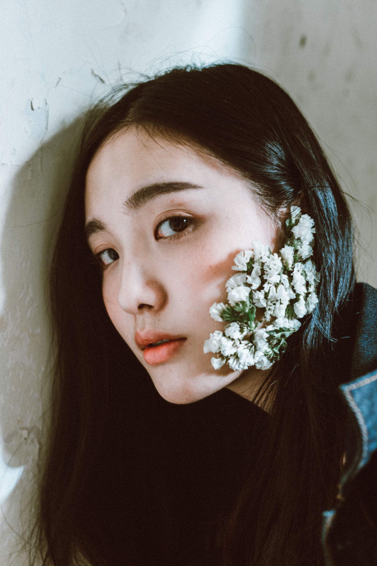 Beautiful Woman Close-up Day Flower Fragility Headshot Indoors  Lifestyles Looking At Camera One Person People Portrait Real People The Portraitist - 2017 EyeEm Awards Young Adult Young Women