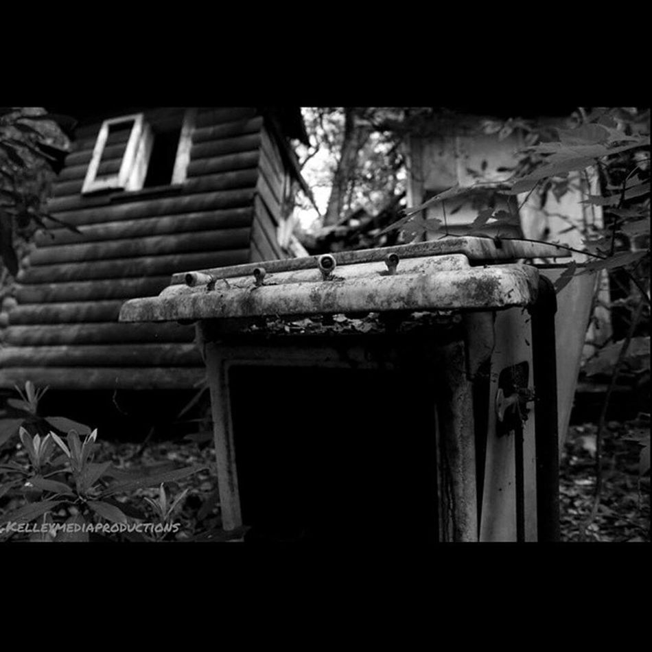 Looking from new perspectives Kelleymediaproductions Abandoned Abandonedbuilding Island Exploring Nature Naturephotography Art Blackandwhite Blackandwhitephotography Photography Photographersofinstagram Canon Canonphotography Canon7d  Stayrad