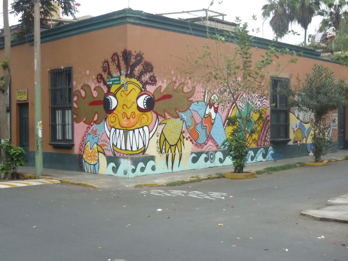 Animal Representation Architecture Art Art And Craft Art Is Everywhere Arts Culture And Entertainment Building Exterior Built Structure Creativity Day Graffiti No People Outdoors Pachamanca Streetphotography Tree