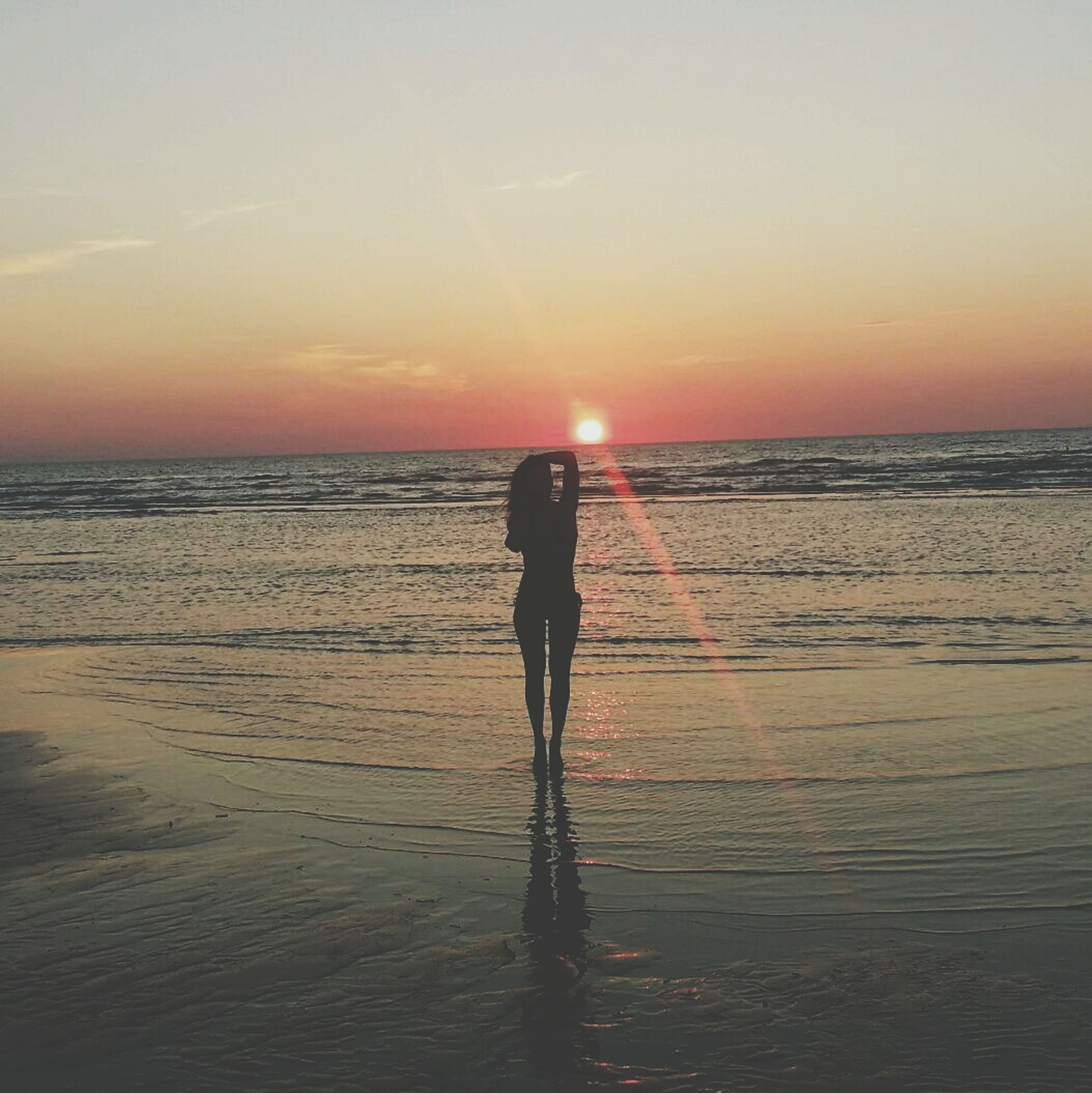 sunset, sea, beach, horizon over water, water, sun, shore, silhouette, orange color, lifestyles, full length, leisure activity, tranquil scene, scenics, standing, tranquility, sky, beauty in nature