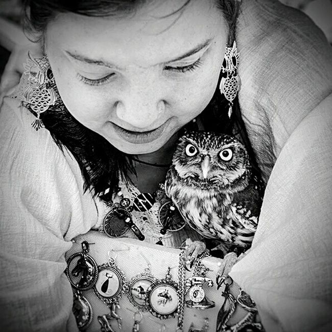 ⬛&⬜ Blackandwhite Black And White Streetphoto_bw Black & White B&w Blackwhite Black&white Bw Blacknwhite Black And White Photography Blackandwhite Photography Blackandwhitephotography Blackandwhitephoto Streetphotography Street Photography Portrait Streetphoto Street Photo Kiddesign Pentax Owl Owl Eyes Owls Are Cute Owl Portrait.