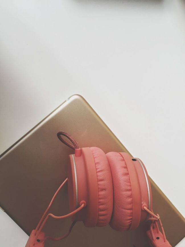 Music Ipad Mini Lifestyle Gold Headphones No Logos No People Listening Calm