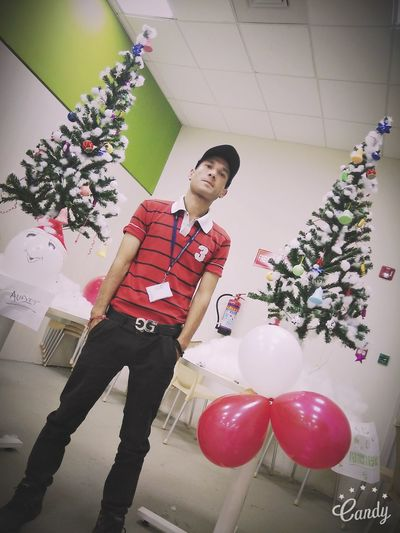 Christmas Christmas Decoration Christmas Tree Hello World Faces One Man Only Freshness Faces Of EyeEm People Of EyeEm Fashion Pic Of The Day Arts Culture And Entertainment Confidence  Style That'sme Fashionable Front View
