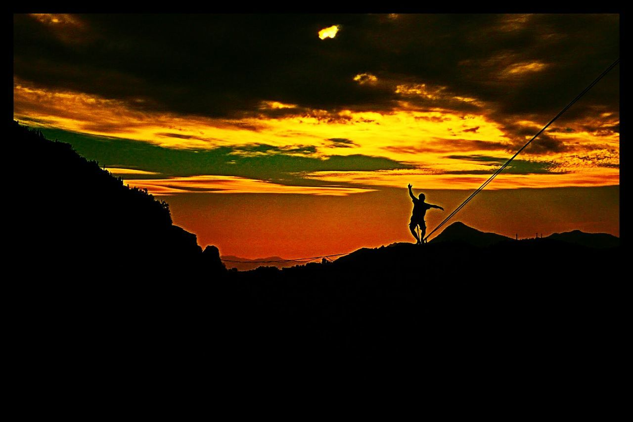 On The Way Slackline Highline Longline Caminata Bosque Magico En El Aire Relaxing Relax Ejercicio Sunset Sun Equilibrio Slacklife Slackvida Landscape The EyeEm CollectionSlaker Walking Mountains Dark Sunny Day Panoramic Photography Colour Of Life