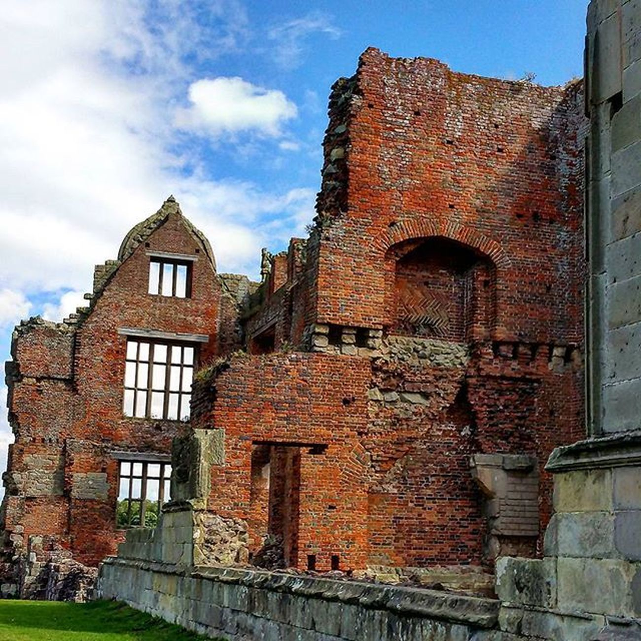 Moreton corbet ruins. Moretoncorbet Moretón Ruins Derelict Abandoned Spooky Elizabethan Mansion Castle Old Haunted Shropshire Ghost Abandonedhouse Graves Church Gargoil