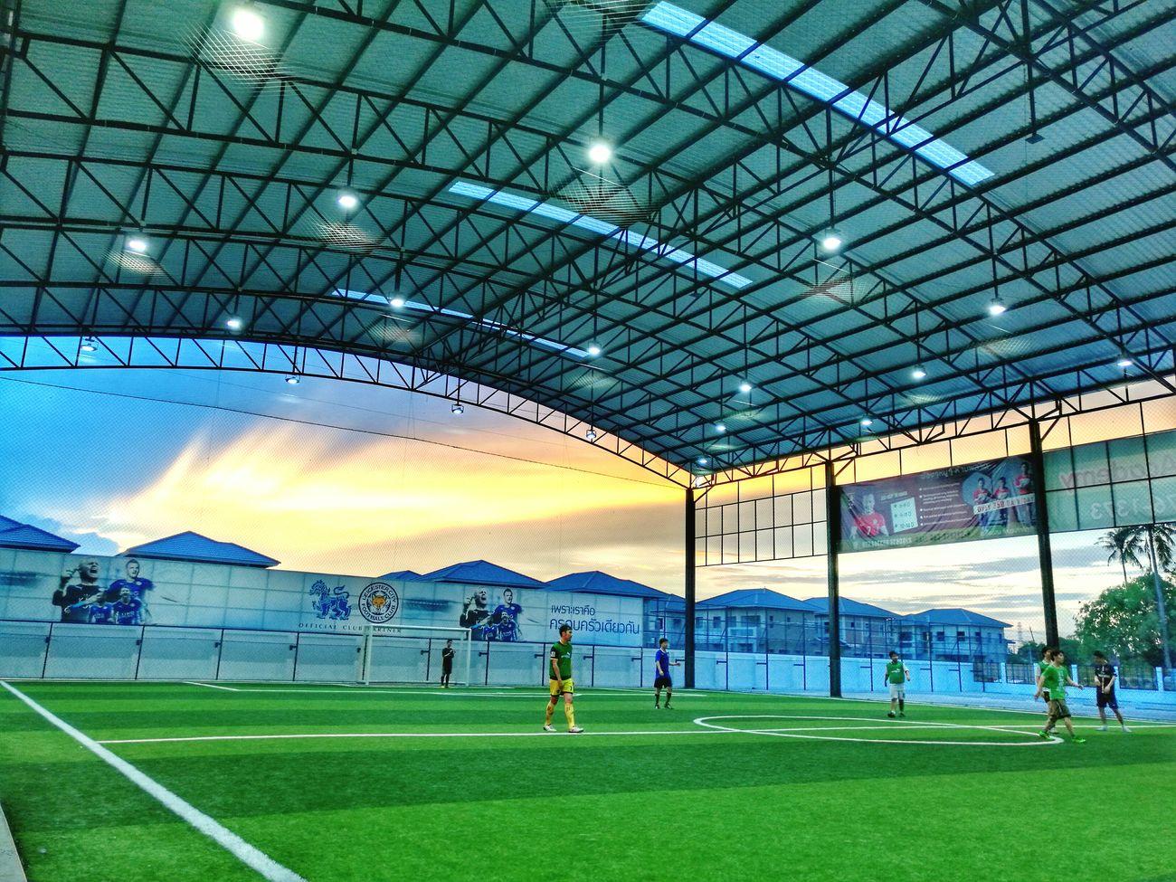 ออกกำลังกายเบาเบา!! Football Time  Soccer Life EyeEm Thailand Eyeem Photography Photo By 😍😌😊 Huawei Huawei Mate 8 Mate8TH 🇹🇭 Showcase August 2016 Huaweiphotography EyeEm Gallery Beautiful Day 28 August 2016 Sports Photography Sports Sport In The City Sport Time