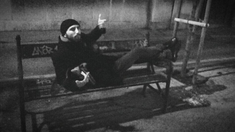 Frank le clochard (tanti auguri Fufi!) Clochard Poor Kids Panchine Come Letto Bottiglie Come Donne Catafratto Joking