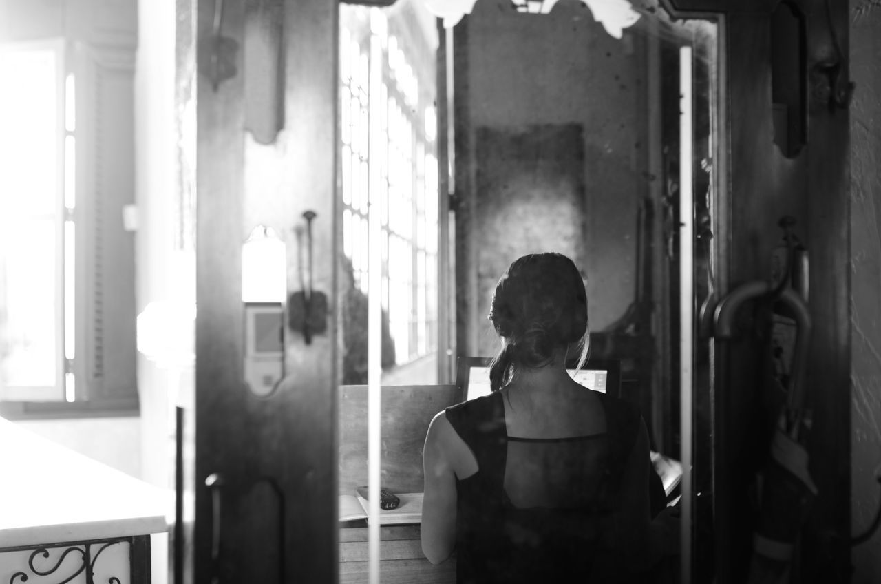Beautiful Body Beauty Corridor Damaged Dream Girl Girl's Back Havana Havanna House Indoors  Mirror Old Reflection Romance Wall Window